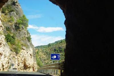 20090910054406-el-tunel-del-suicida.jpg
